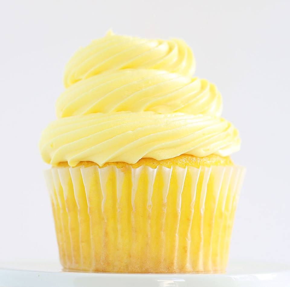 EASY LEMON CUPCAKES WITH BUTTERCREAM FROSTING