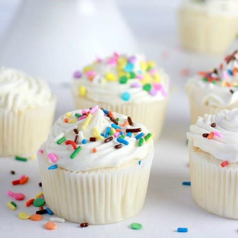 CLASSIC WHITE CUPCAKES WITH BUTTERCREAM FROSTING