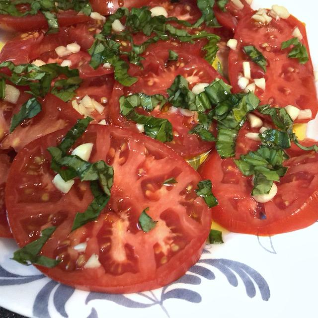 Fresh-Tomatos-with-Basiland-EVOO