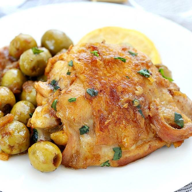 ONE SKILLET CHICKEN AND OLIVE WITH WHITE WINE SAUCE