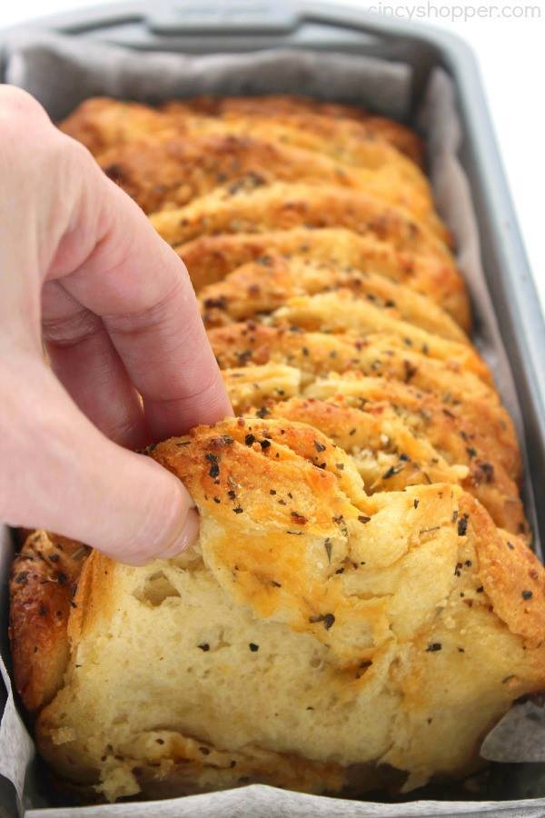 EASY GARLIC AND HERB PULL APART LOAF