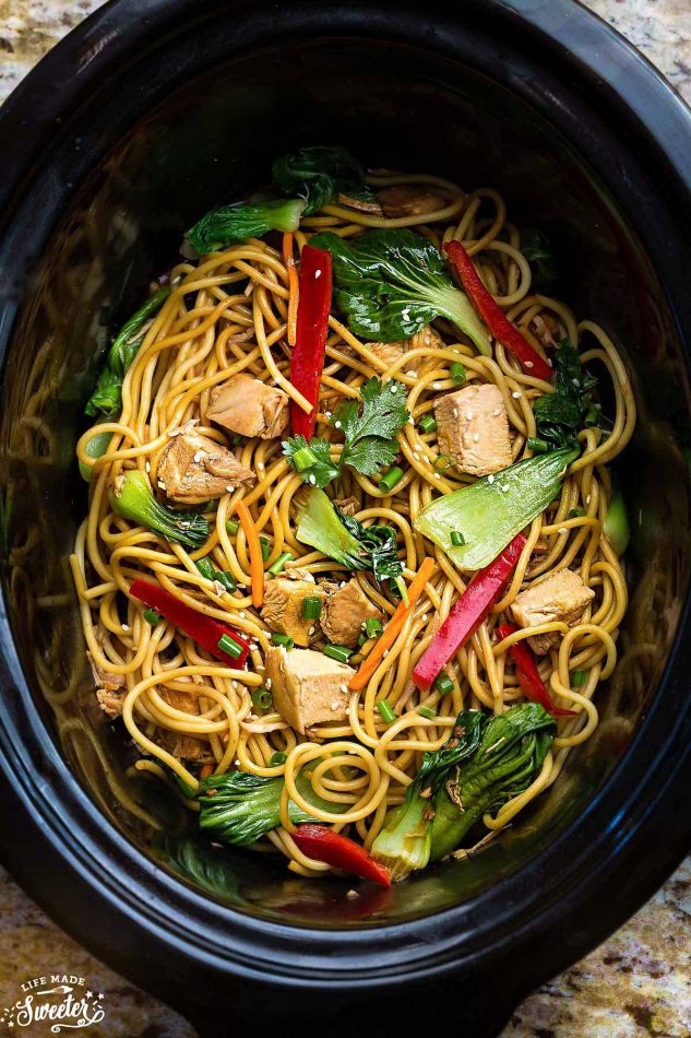 EASY SLOW COOKER CHICKEN LO MEIN