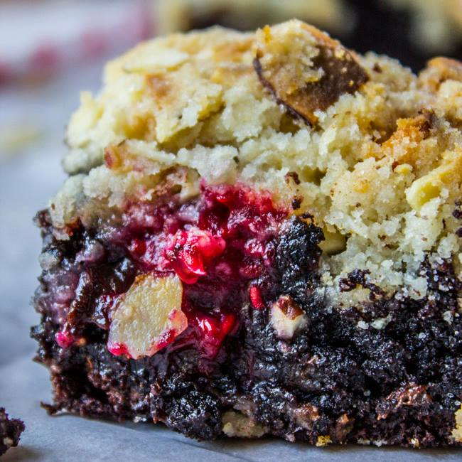 RASPBERRY ALMOND CRUMB BROWNIES