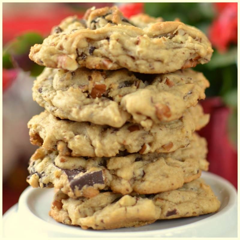 Thick Chocolate Chunck Pecan Cookies