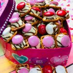 Easy Hug Pretzel Treats