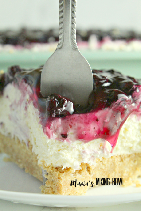 Dig into this No Bake Blueberry Cheesecake Bars