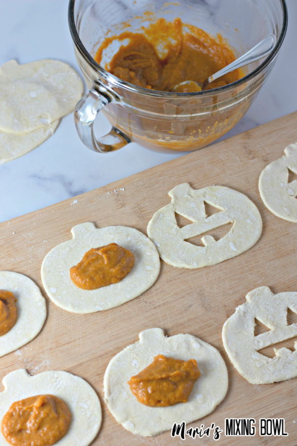 filling hand pies with pumpkin